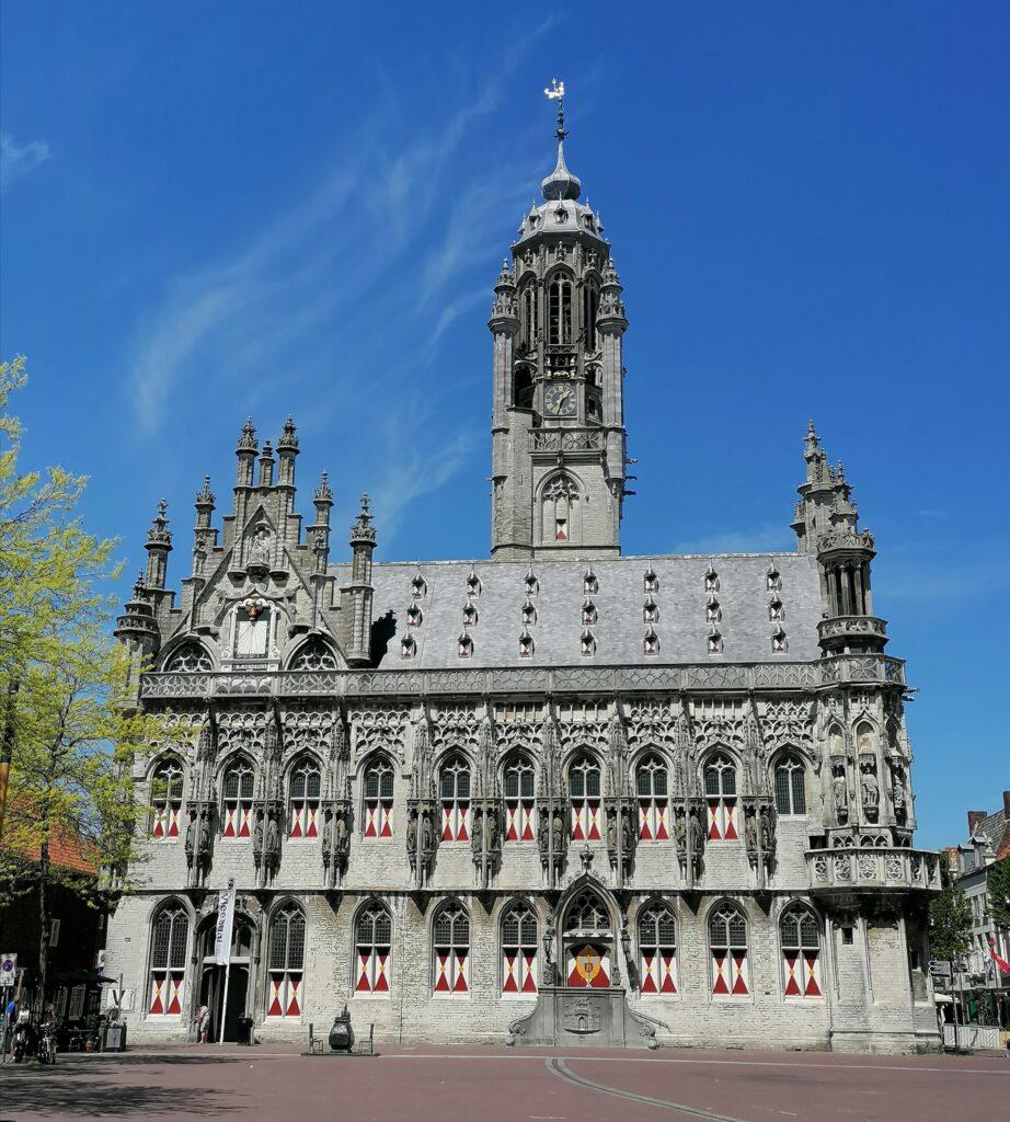 Stadhuis in Middelburg, even weg in eigen land.